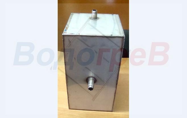 Расширительный бак открытого типа для отопления.