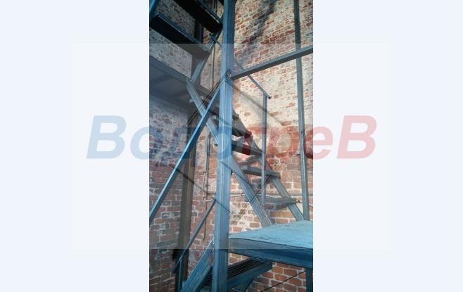 Лестница из металла.