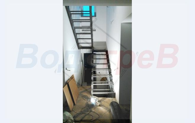 Лестница в доме на второй этаж.